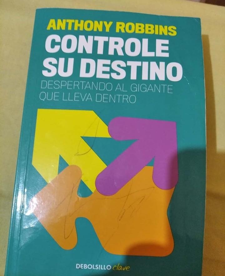 Libro que me inspiró a mejorar de Tony Robbins